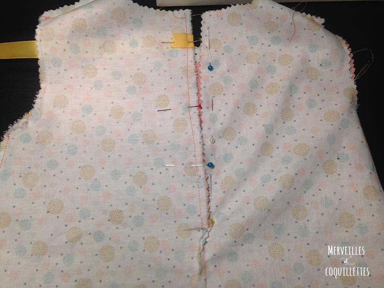 couture de la fermeture du dos de la robe reversible